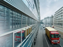 Vrachtwagen in de Stad Royalty-vrije Stock Afbeeldingen