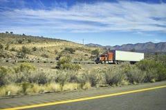 Vrachtwagen in de woestijn Royalty-vrije Stock Foto