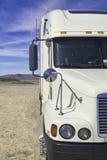 Vrachtwagen in de woestijn Stock Afbeelding