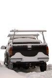 Vrachtwagen die met sneeuw wordt behandeld Stock Afbeeldingen