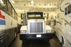 Vrachtwagen in een Veerboot Stock Foto's