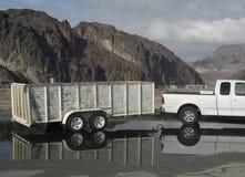 Vrachtwagen en Aanhangwagen Stock Afbeeldingen
