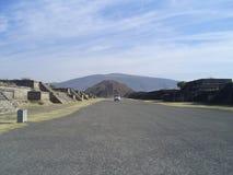 Vrachtwagen en Piramide van Maan Royalty-vrije Stock Foto