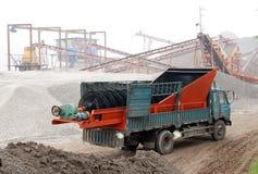 Vrachtwagen in fabriek stock fotografie