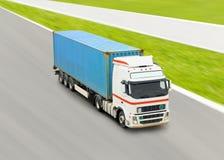 Vrachtwagen met container stock afbeelding