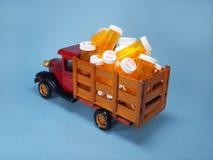 Vrachtwagen met drugflessen Stock Foto
