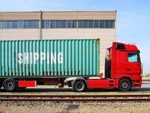 Vrachtwagen met ladingscontainer Royalty-vrije Stock Foto's
