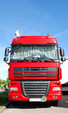 Vrachtwagen met satellietschotel royalty-vrije stock fotografie
