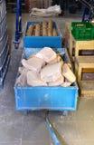 Vrachtwagen met zeep en water bij de installatie voor de productie van soa Stock Afbeeldingen