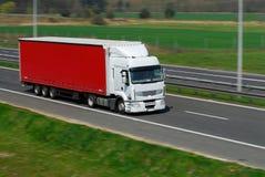 Vrachtwagen in motie royalty-vrije stock afbeeldingen