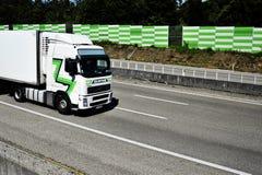 Vrachtwagen op autosnelweg A1 Portugal royalty-vrije stock foto
