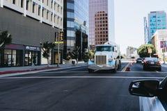 Vrachtwagen op de straat Stock Afbeelding
