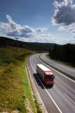 Vrachtwagen op de weg royalty-vrije stock afbeelding