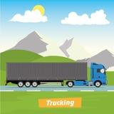 Vrachtwagen op de Weg Industrieel en bergenlandschap Zware aanhangwagenvrachtwagen Logistisch en leveringsconcept Royalty-vrije Stock Foto's