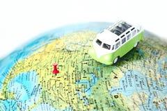 Vrachtwagen op de wereldkaart Royalty-vrije Stock Foto