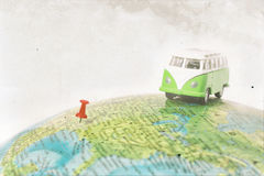 Vrachtwagen op de wereldkaart Stock Foto