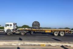 Vrachtwagen op de Yamuna-Snelweg royalty-vrije stock afbeeldingen
