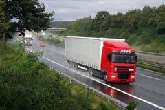 Vrachtwagen op Duitse Autobahn Royalty-vrije Stock Afbeeldingen