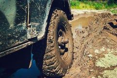 vrachtwagen op een slechte weg Stock Fotografie
