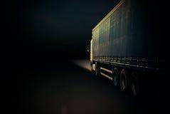 Vrachtwagen op een weg Royalty-vrije Stock Foto's
