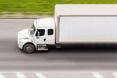 Vrachtwagen op snelheid stock fotografie