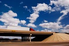 Vrachtwagen op snelweg royalty-vrije stock fotografie