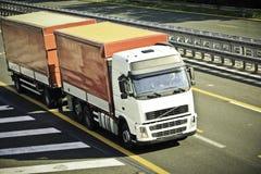 Vrachtwagen op weg Royalty-vrije Stock Afbeelding