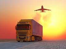 Vrachtwagen op weg bij zonsopgang Stock Afbeeldingen
