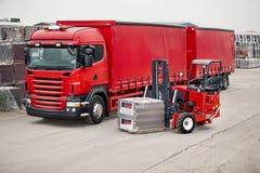 Vrachtwagen Opgezette Vorkheftruck Royalty-vrije Stock Afbeeldingen