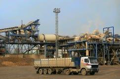 Vrachtwagen in suikerraffinaderij Royalty-vrije Stock Foto