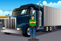 Vrachtwagenchauffeur Standing voor Zijn Vrachtwagen Stock Foto
