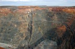 Vrachtwagens in de Super goudmijn Australië van de Kuil Royalty-vrije Stock Afbeeldingen