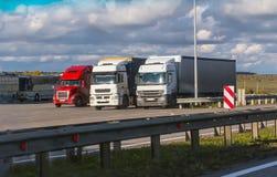 Vrachtwagens in het parkeerterrein Royalty-vrije Stock Foto's
