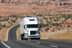 Vrachtwagens op de weg Stock Foto