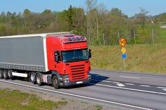Vrachtwagens op de weg Royalty-vrije Stock Afbeelding