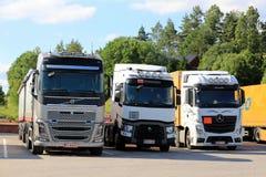Vrachtwagens op een Wegrestaurant stock fotografie