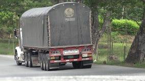 Vrachtwagens, Tractoraanhangwagen, Lading, Levering stock footage