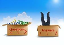 Vragen en Antwoordenmens die naar antwoord in doos zoeken royalty-vrije stock afbeelding