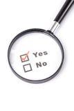 Vragenlijst en meer magnifier Stock Afbeelding
