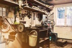 Vrai atelier domestique de la maison DIY Photo libre de droits
