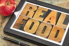 Vraie nourriture dans le type en bois Photo stock