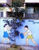 Vraie usine et peinture futée pour sauver le slogan d'environnement photo libre de droits