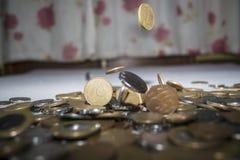 Vraies pièces de monnaie brésiliennes - groupe de pièces de monnaie photographie stock libre de droits