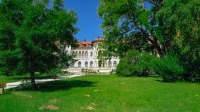 Vrana slott i ett parkeramuseum Vrana Varna var en sommaruppehåll sofia lökformig Arkivfoto