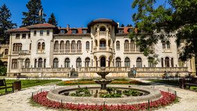 Vrana slott i ett parkeramuseum Vrana Varna var en sommaruppehåll sofia lökformig Royaltyfri Bild