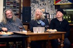 Vratislav Brabenec, Jiri Kabes och Joe Karafiat, medlemmar av legendarisk musik sätter band plast- folk av universumet Royaltyfri Foto