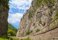 Vratzata - bergpasserande i Balkan berg, Bulgarien royaltyfri bild
