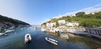 Vrbnik镇全景Krk海岛克罗地亚 免版税图库摄影