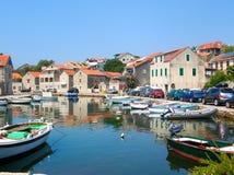 Vrboska en liten hamn på ön av Hvar, Kroatien Royaltyfri Bild