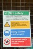 Vård- konstruktionsplats och säkerhetstecken Arkivbilder